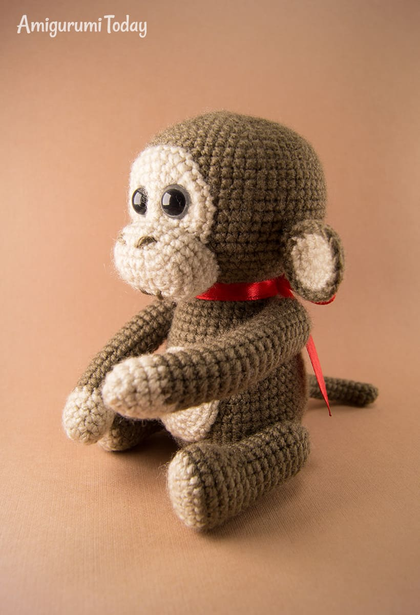 Free naughty monkey crochet pattern by Amigurumi Today