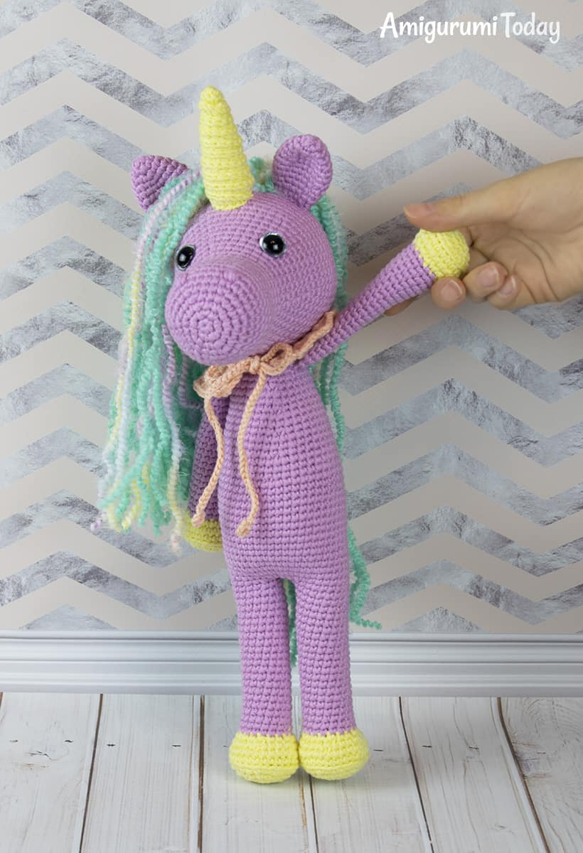 Free Shy Unicorn crochet pattern by Amigurumi Today