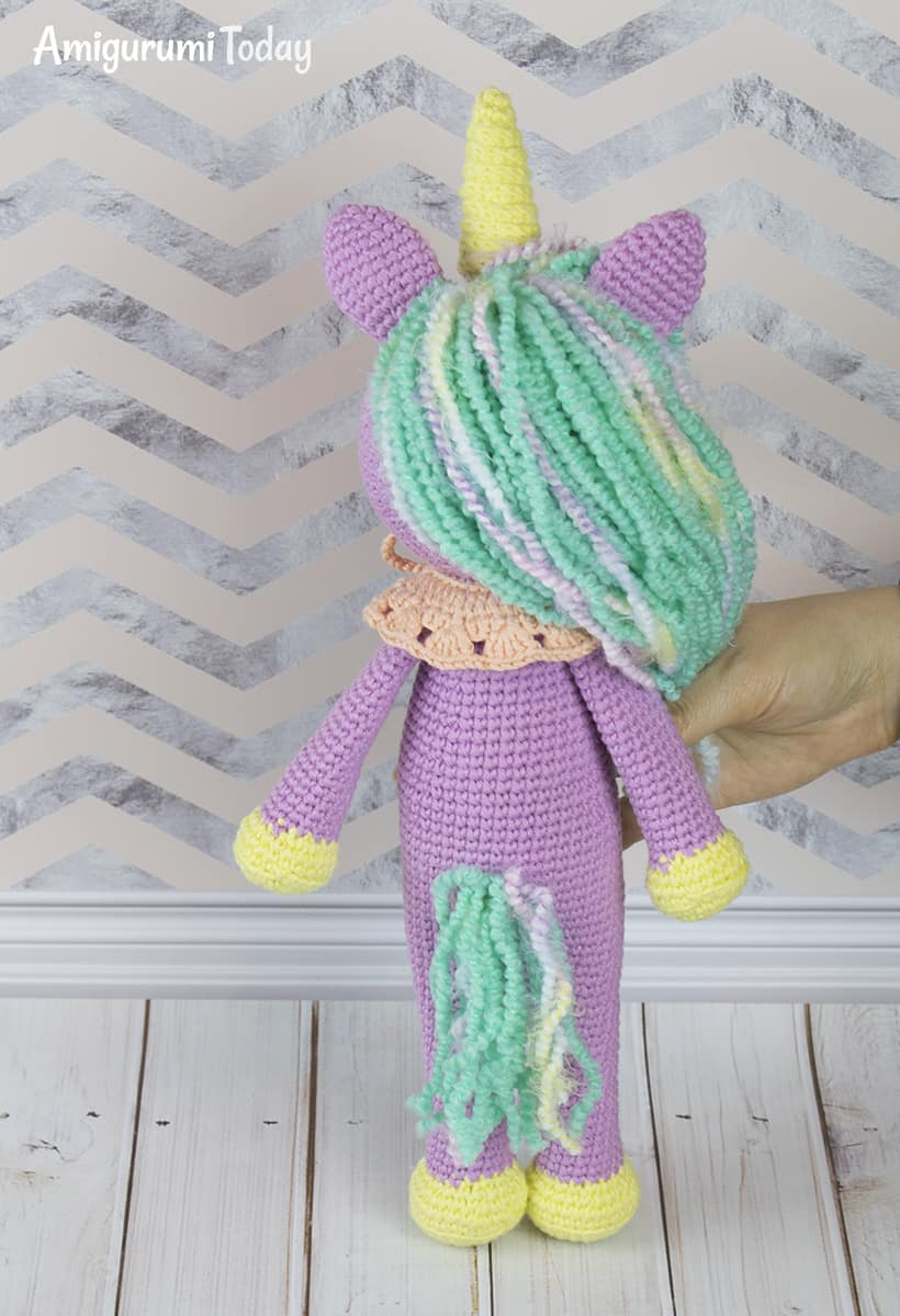 Free Shy Unicorn crochet pattern
