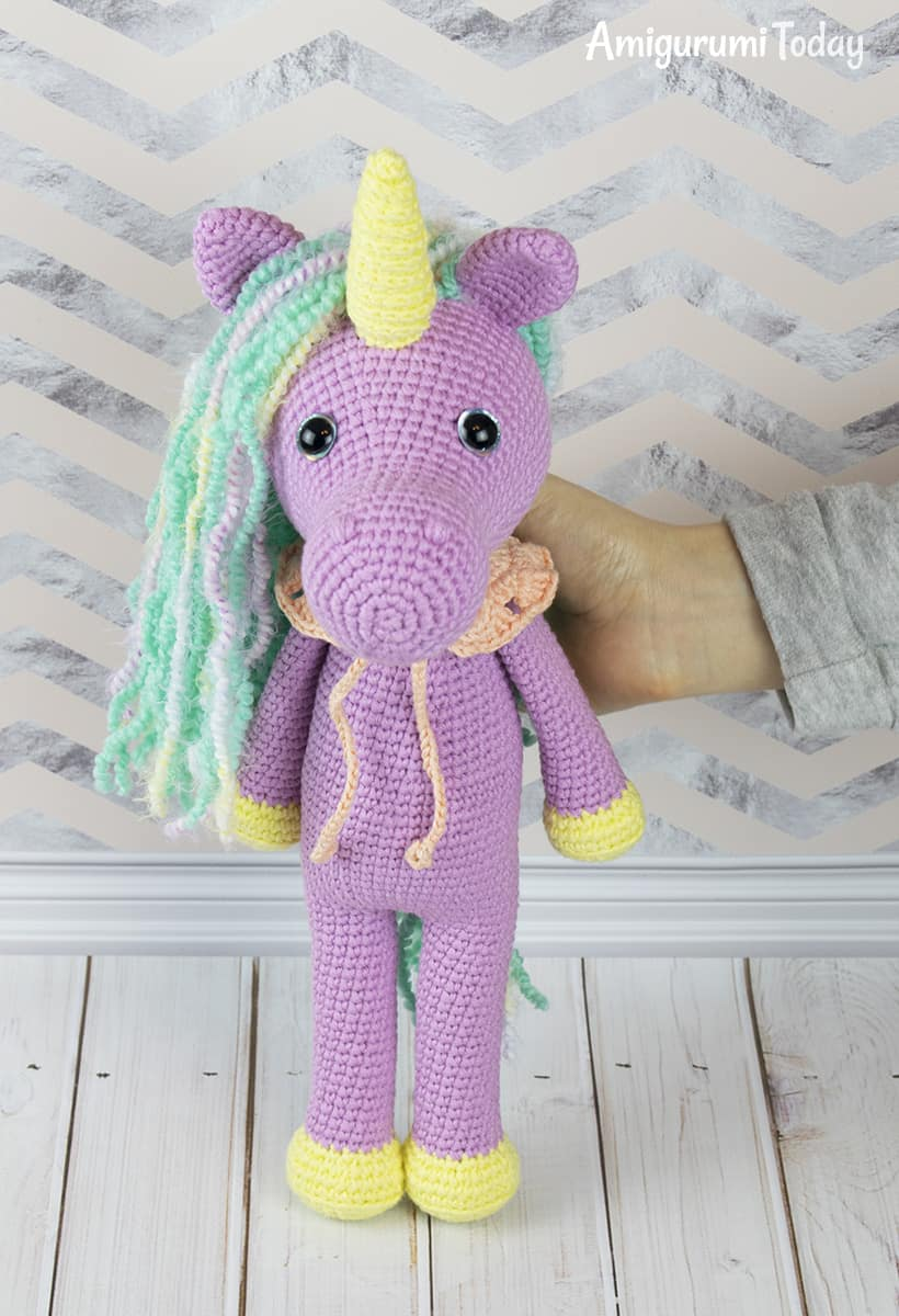 Shy unicorn amigurumi pattern by Amigurumi Today