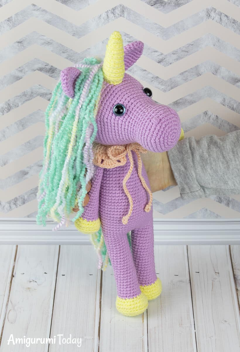 Shy unicorn crochet pattern by Amigurumi Today