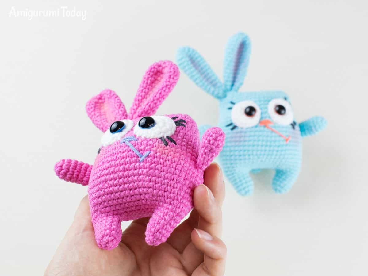Crochet Easter bunny pattern by Amigurumi Today