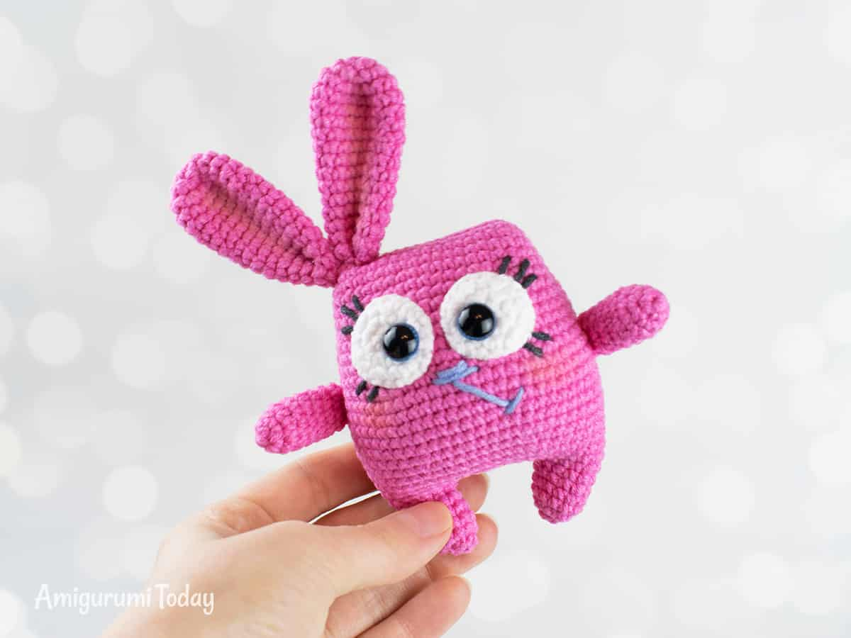 Easter Bunny - Free pattern by Amigurumi Today