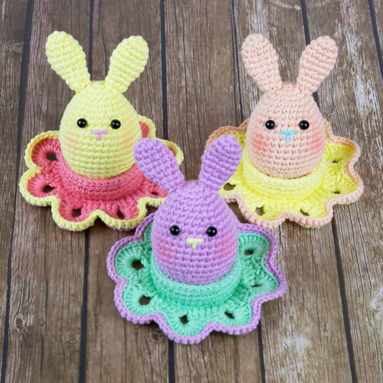 Easter bunny egg and flower egg cozy - Free crochet patterns designed by Amigurumi Today