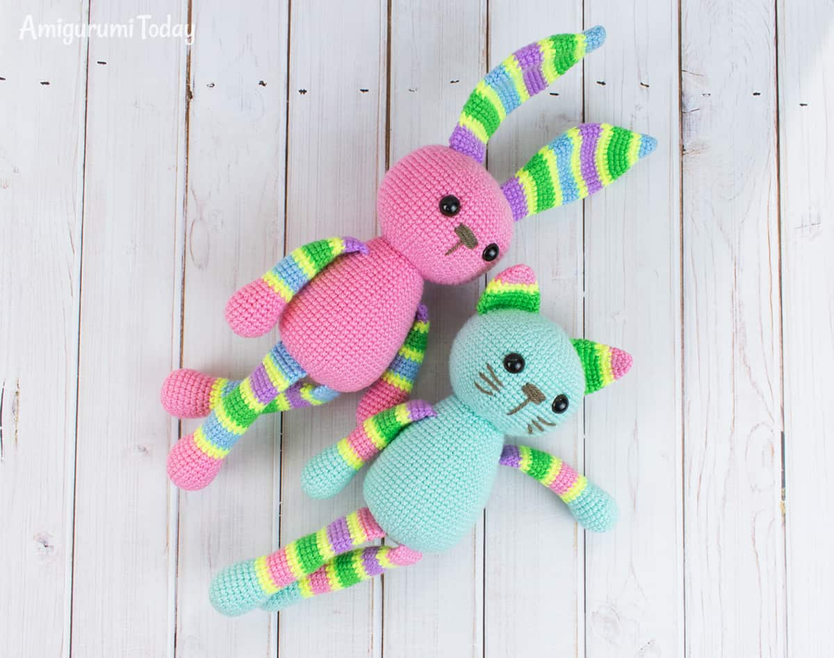 Free stripy cat crochet pattern by Amigurumi Today