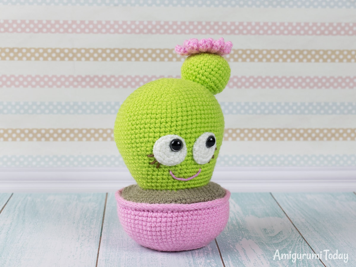 Blooming Cactus Amigurumi - Free crochet pincushion pattern by Amigurumi Today