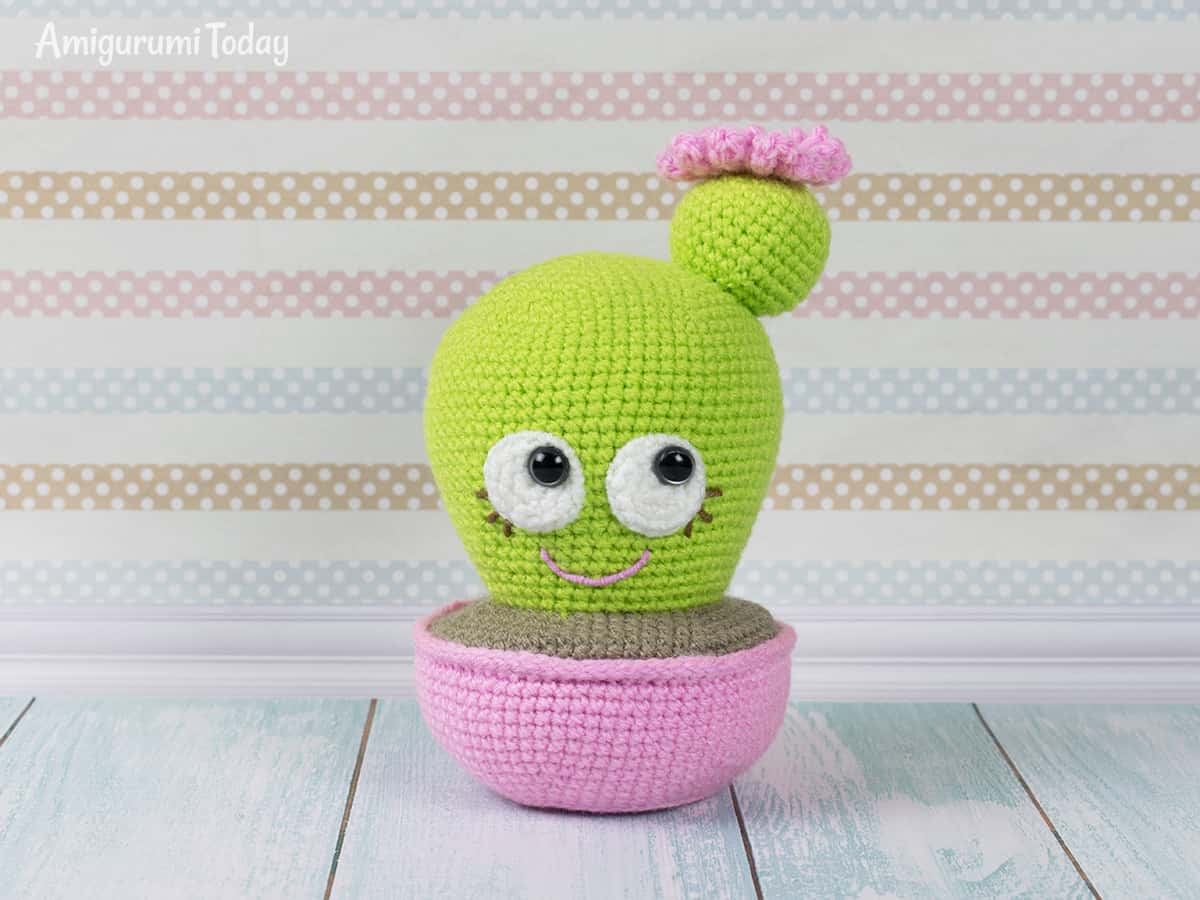 Blooming Cactus Amigurumi - Free crochet pincushion pattern