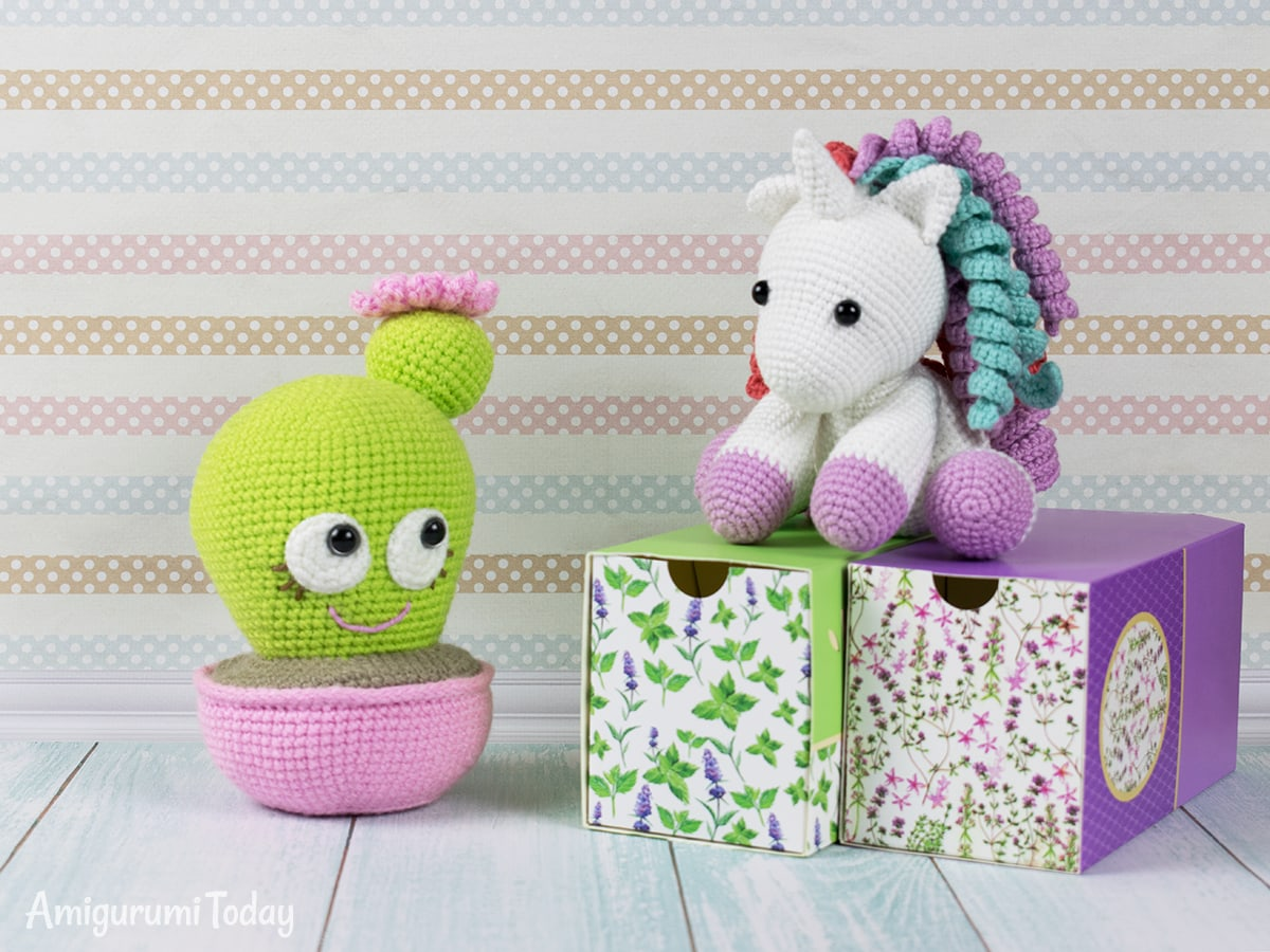Blooming Cactus - Free crochet pincushion pattern by Amigurumi Today