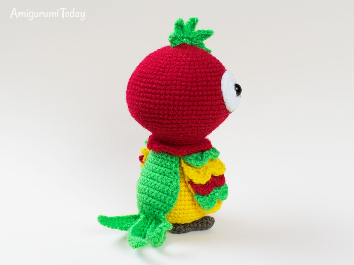 Parrot crochet pattern by Amigurumi Today