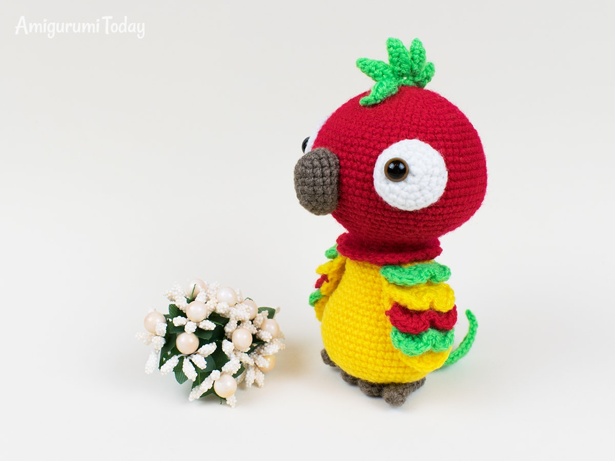 Pedro the Parrot - Free crochet pattern