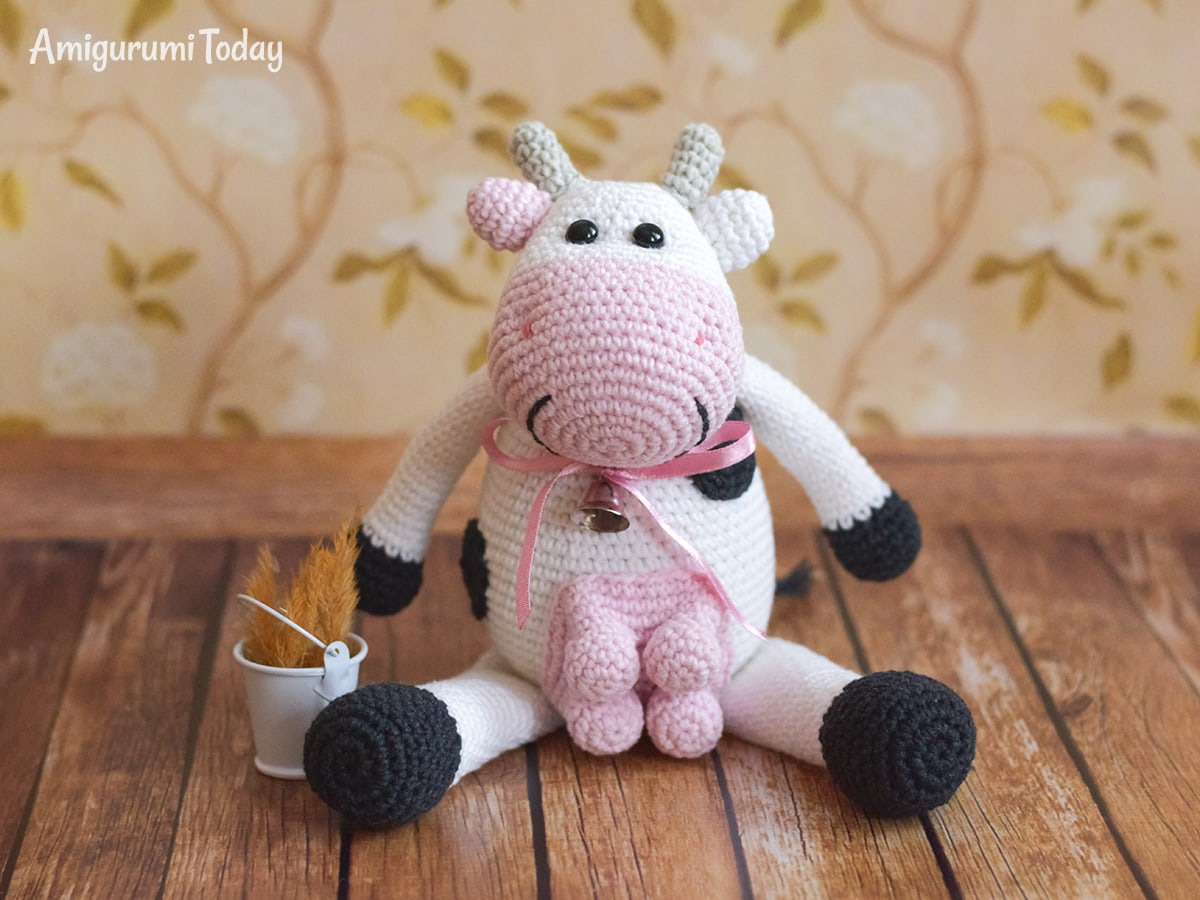 Alpine Cow - Free crochet pattern by Amigurumi Today