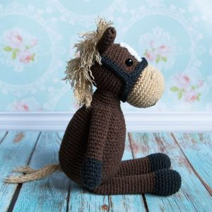 Amigurumi Farm Horse crochet pattern by Amigurumi Today