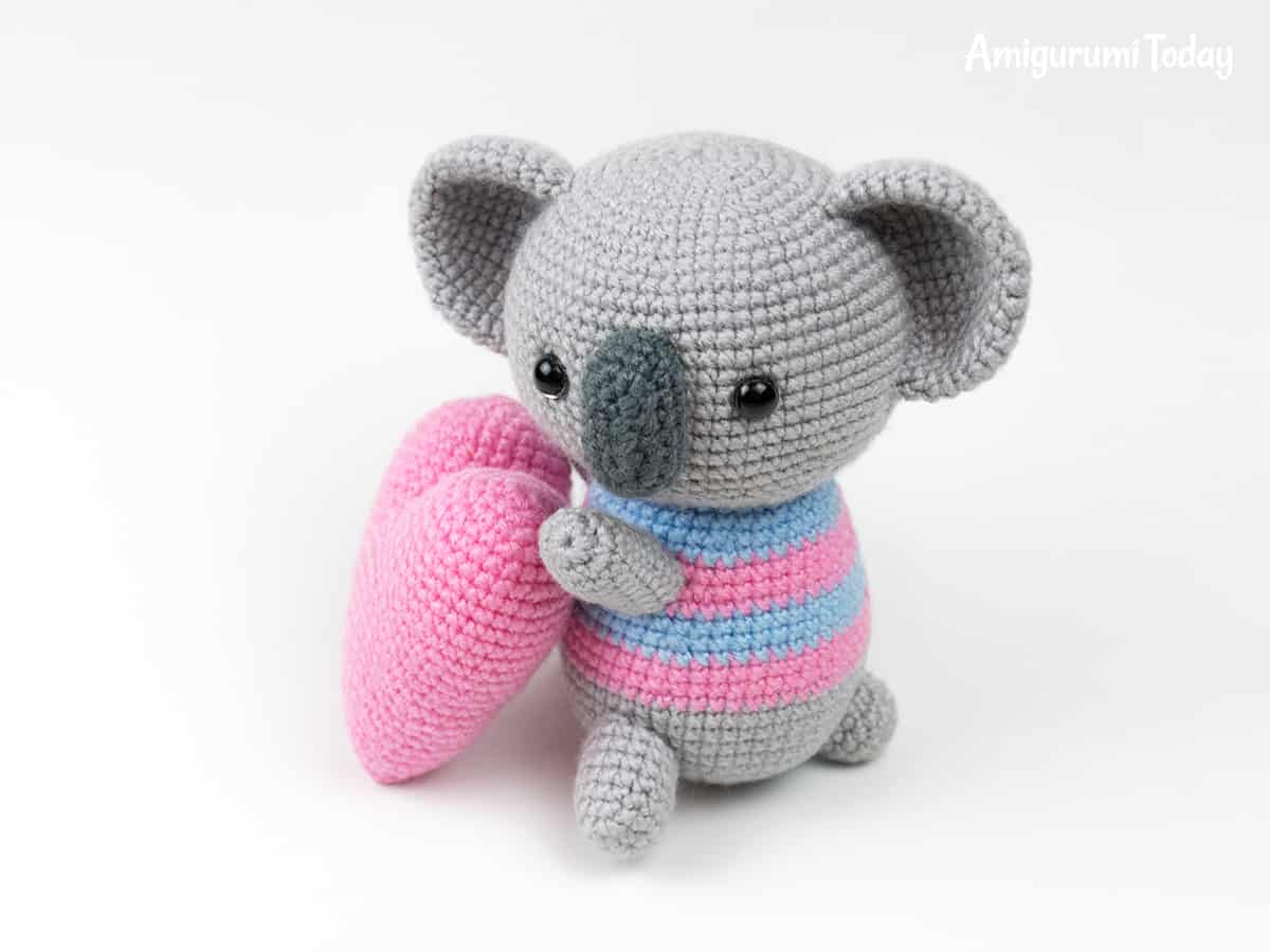 Amigurumi koala with heart - Free crochet pattern by Amigurumi Today