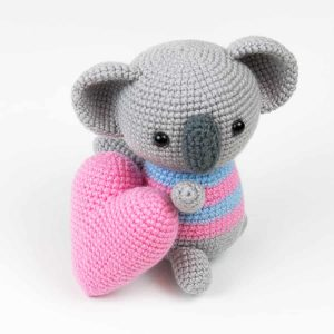 Amigurumi koala with heart pattern 1