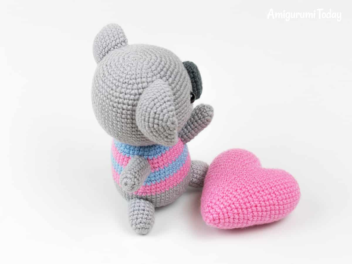 Crochet koala with heart - Free amigurumi pattern