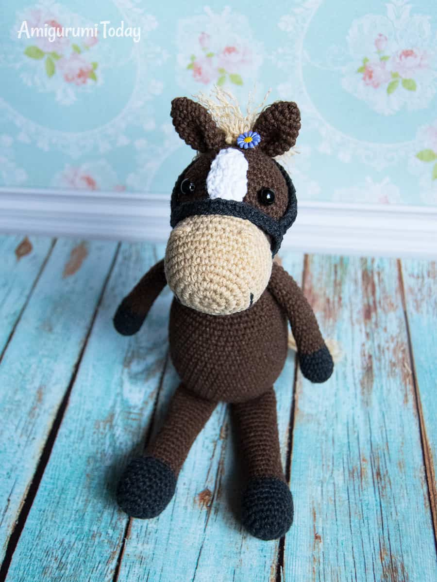 Farm Horse amigurumi pattern by Amigurumi Today