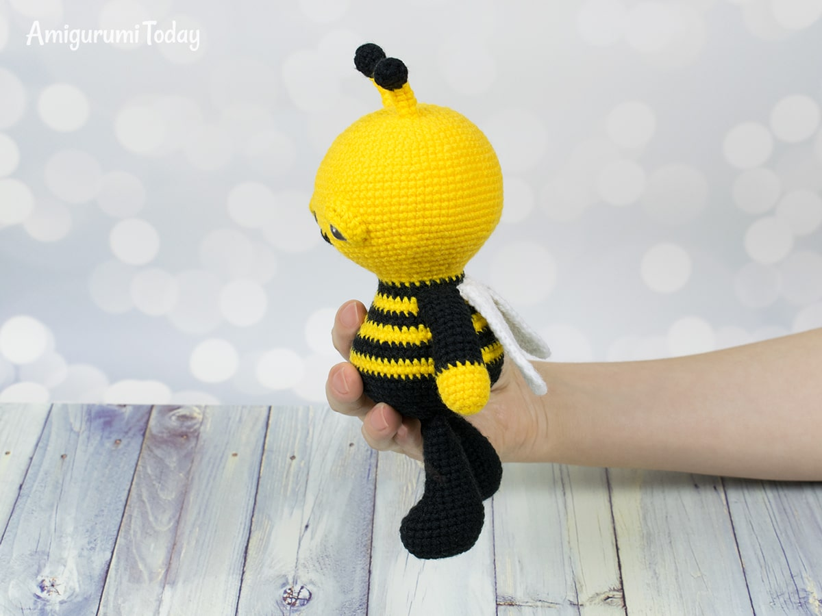 Amigurumi Dreamy Bee crochet pattern