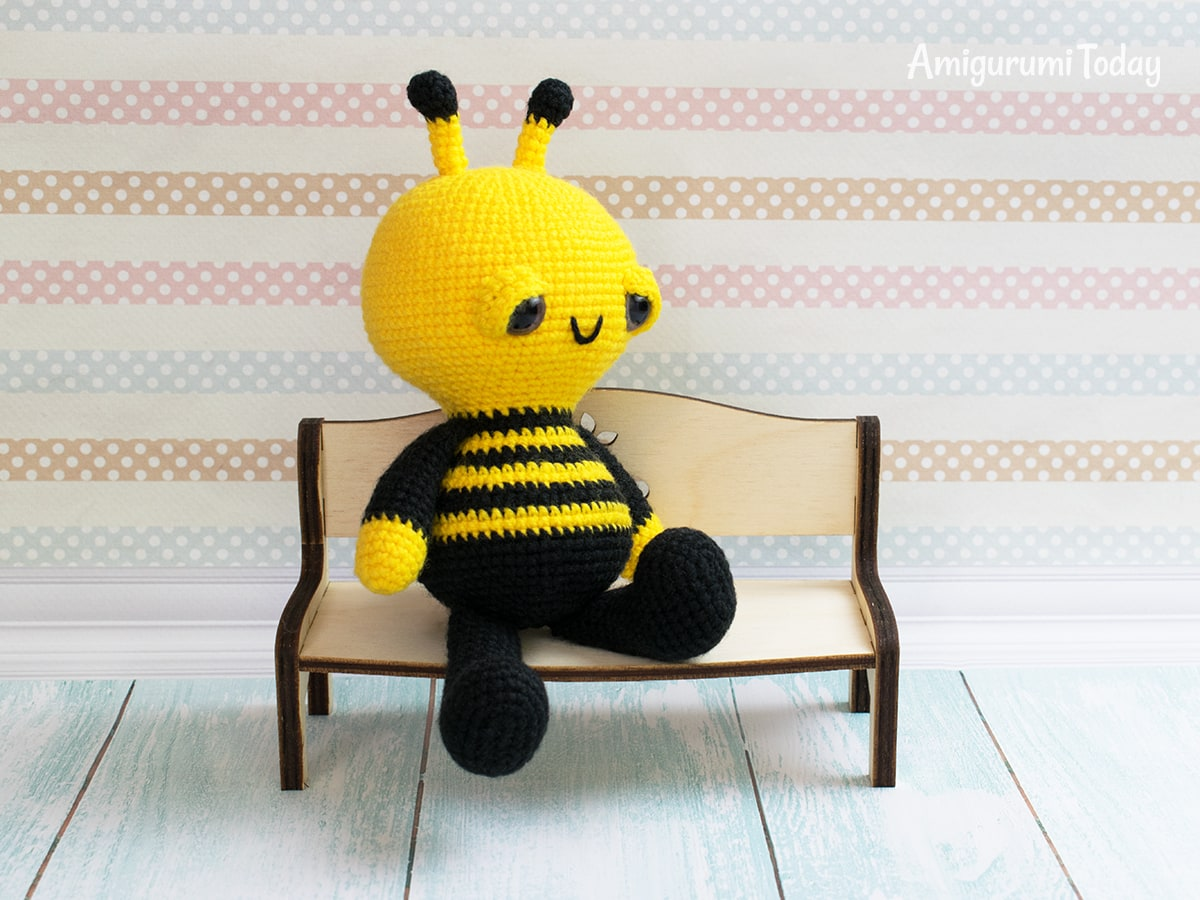 Soft & Dreamy Bee amigurumi pattern