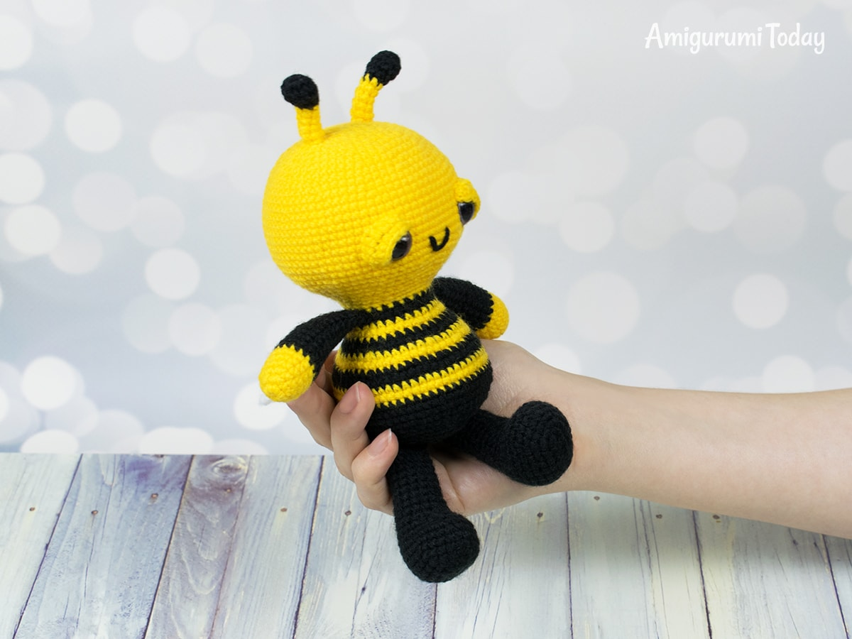 Cute Bumble Bee Amigurumi - Free Crochet Pattern! | 900x1200