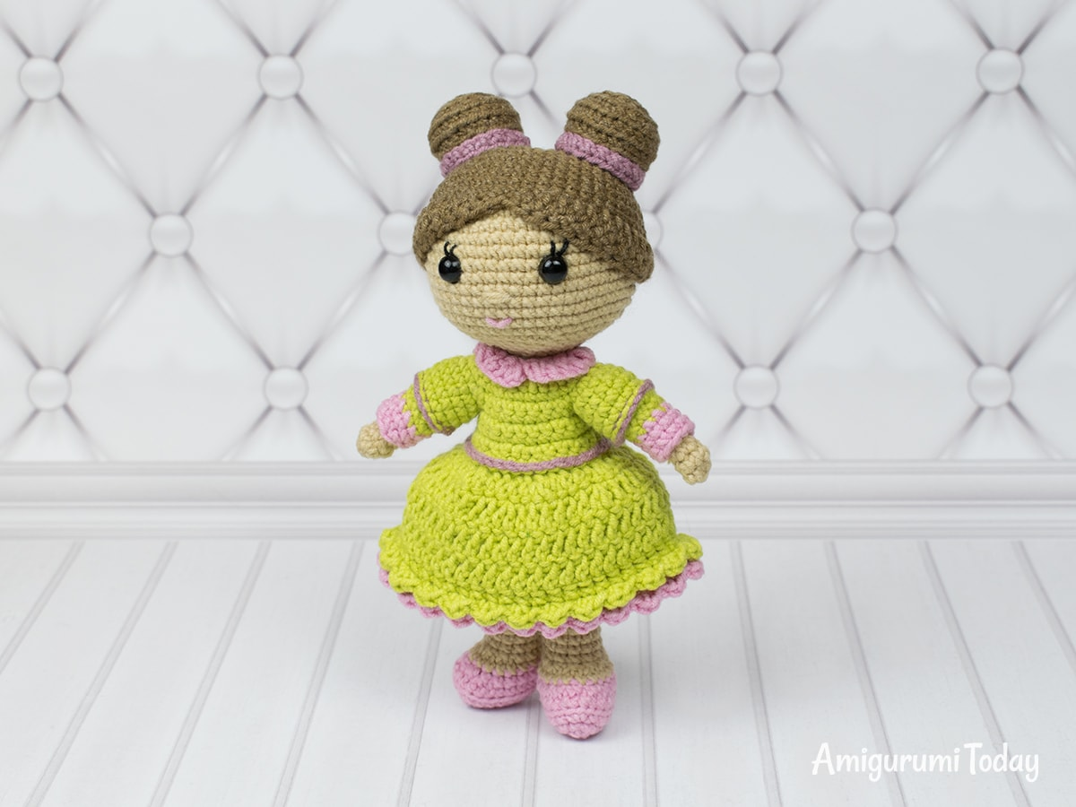 Amigurumi little lady doll - Free crochet pattern by Amigurumi Today