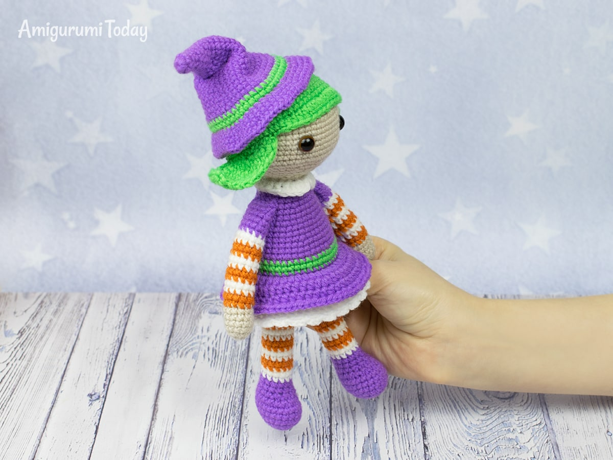 Free Halloween witch crochet pattern