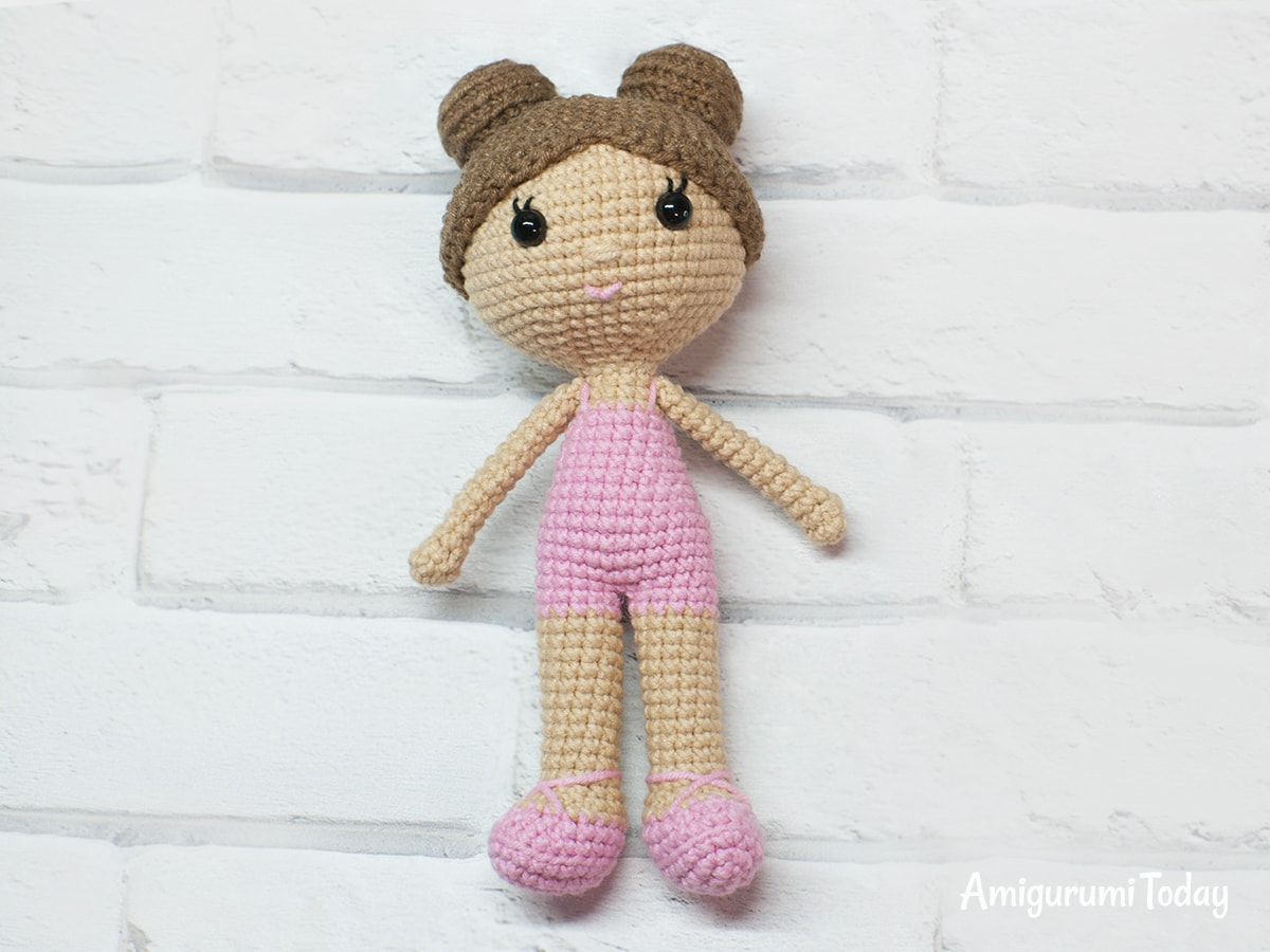 Little lady doll crochet pattern - Assembly