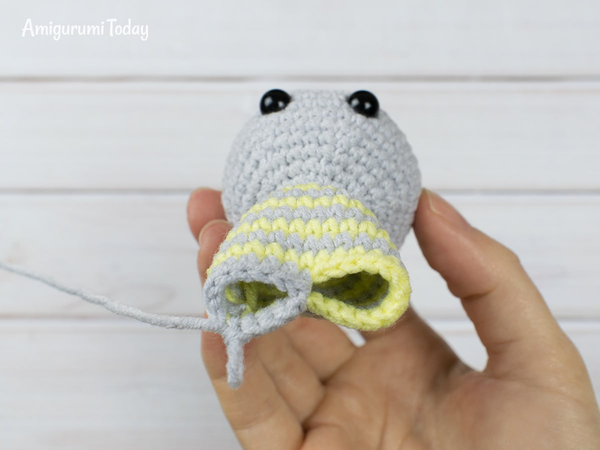 Free crochet animal patterns - Making the legs