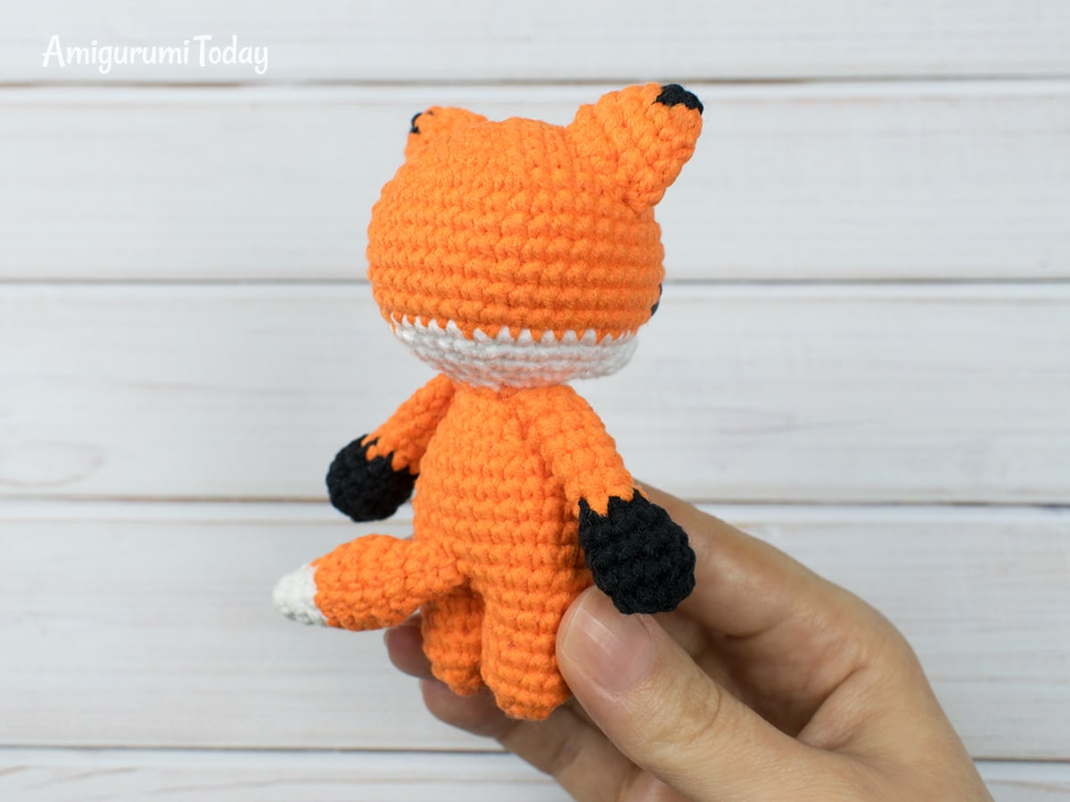 Free tiny fox amigurumi pattern