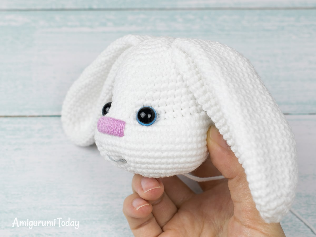 Pretty Bunny Crochet Pattern - Finishing the head