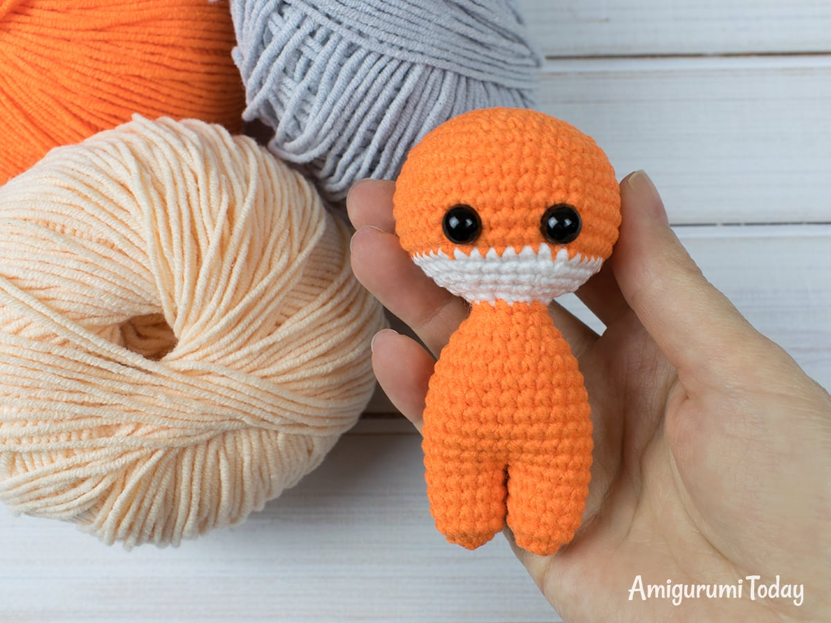 Tiny fox amigurumi pattern - Legs and body