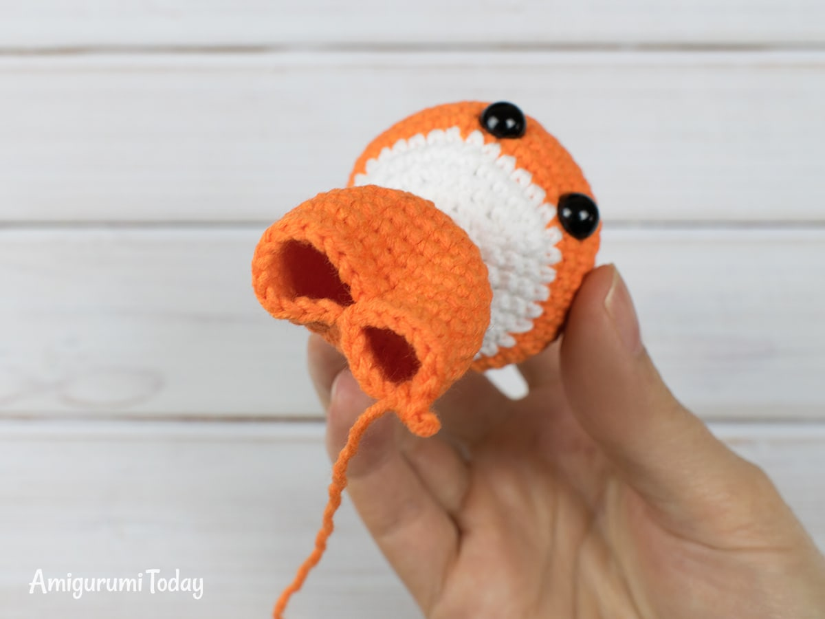 Tiny fox amigurumi pattern - Making the legs