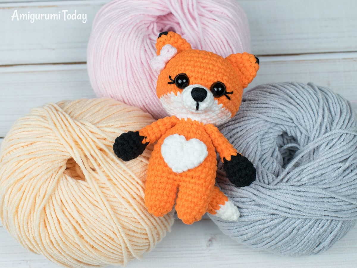 Tiny fox amigurumi pattern