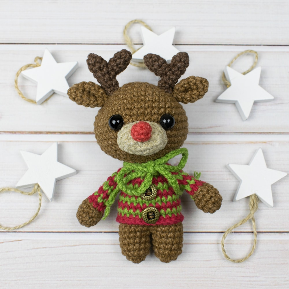 Cuddle Me Reindeer crochet pattern - Amigurumi Today | 1000x1000