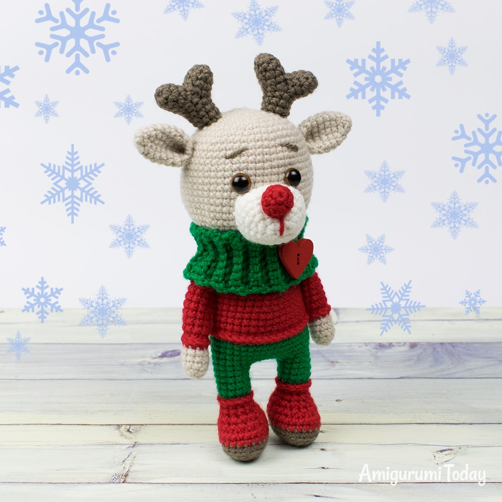 Christmas deer amigurumi pattern - Amigurumi Today | 1000x1000