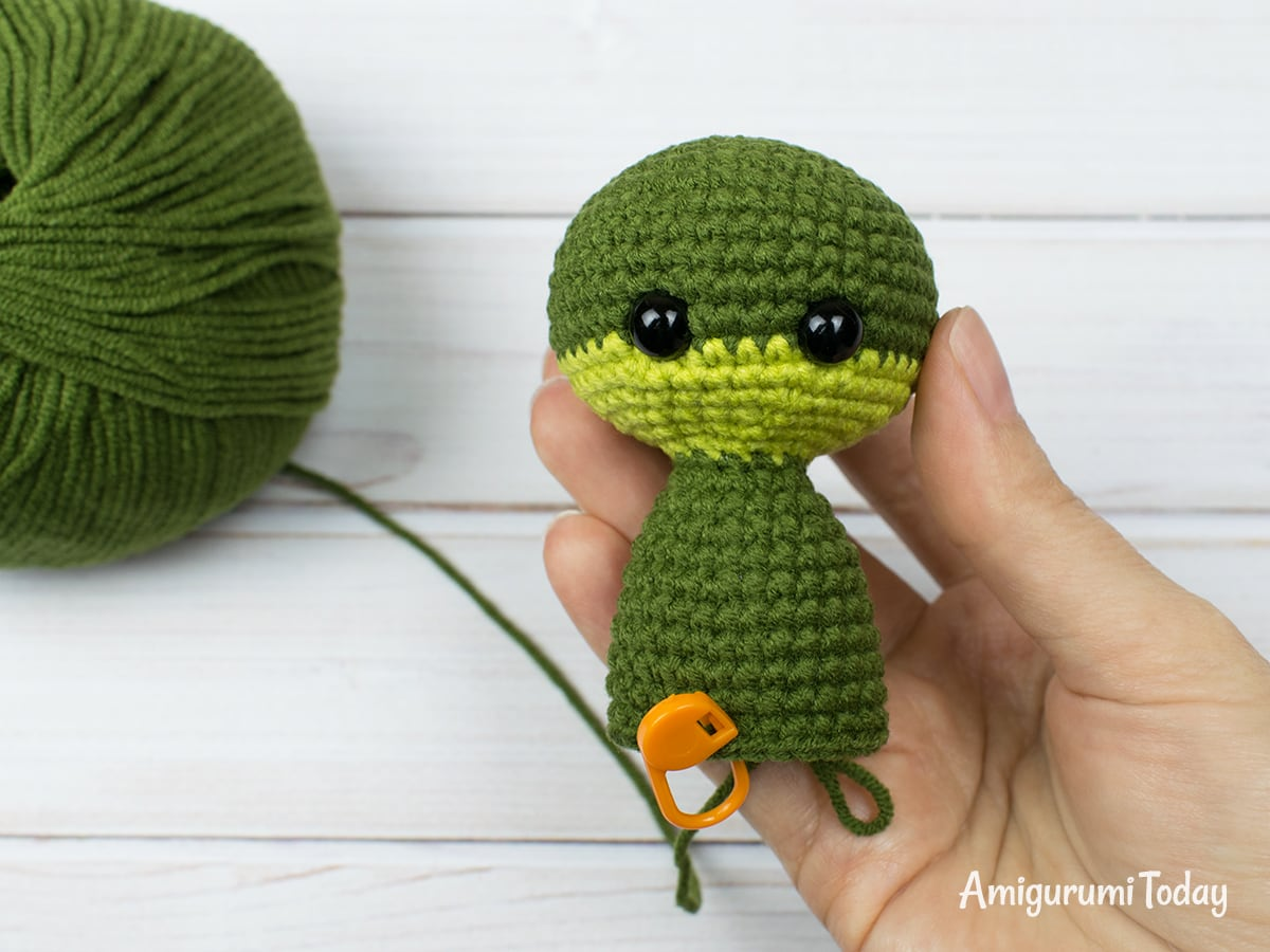 Free tiny dragon amigurumi pattern - Head and body