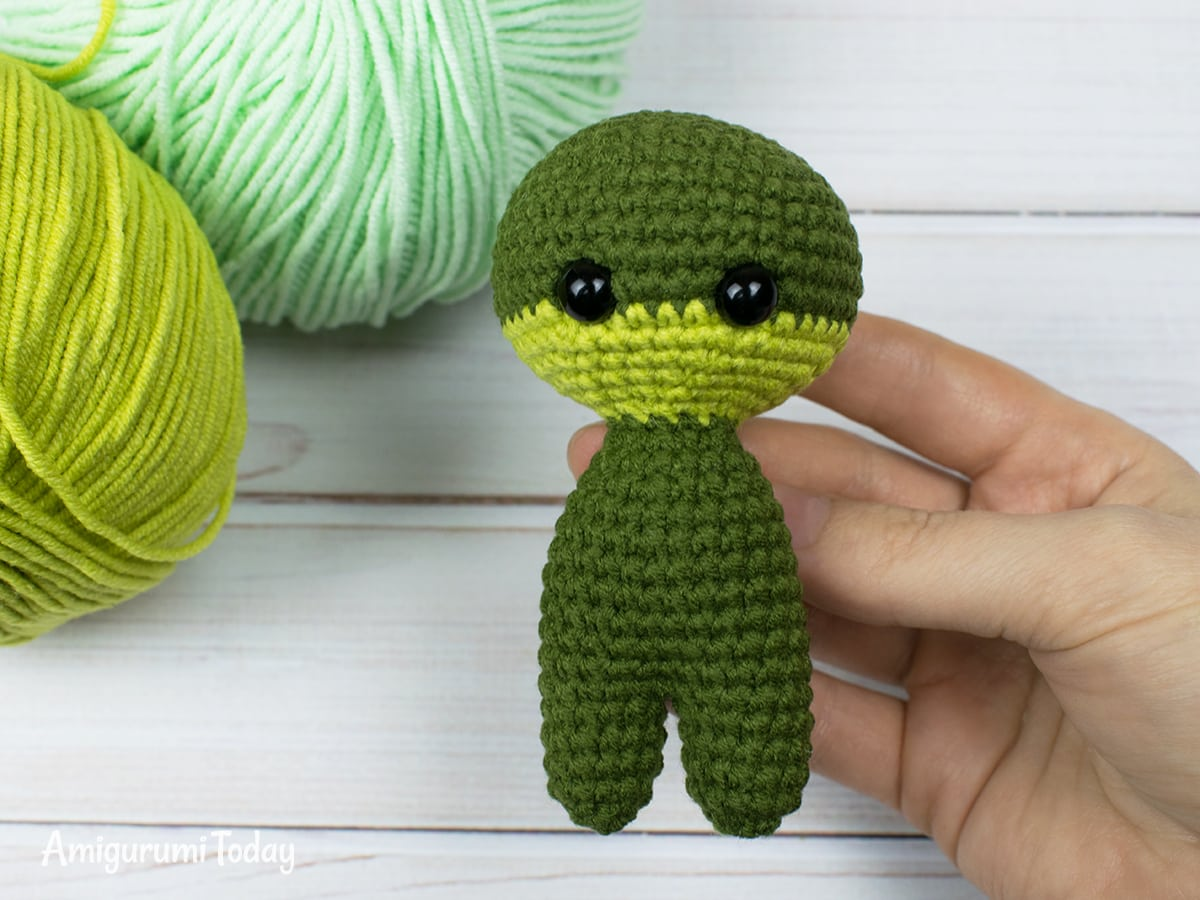 Tiny dragon amigurumi pattern - Head-body-legs