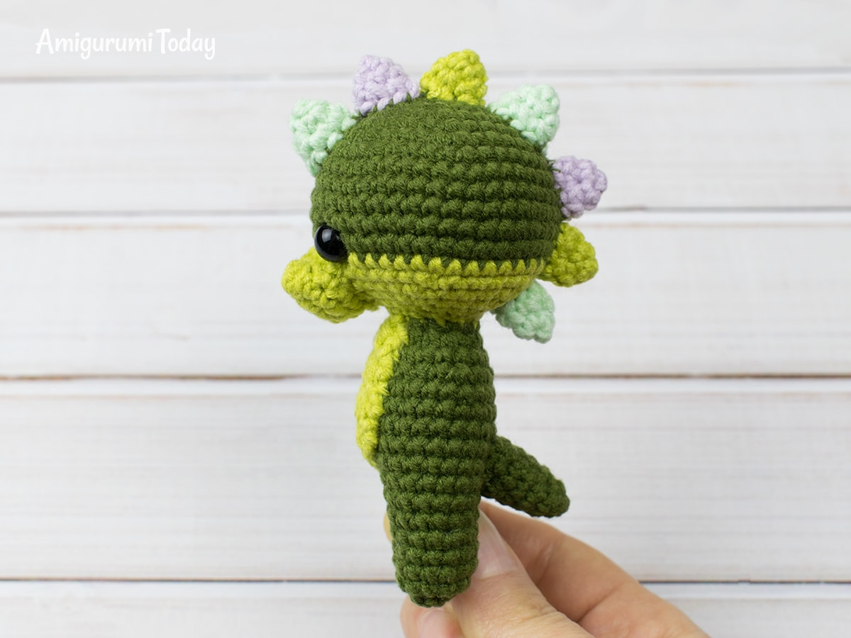 Tiny dragon amigurumi pattern - Spikes