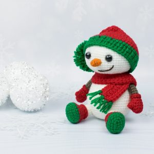Amigurumi snowman in Christmas costume - Free crochet pattern by Amigurumi Today