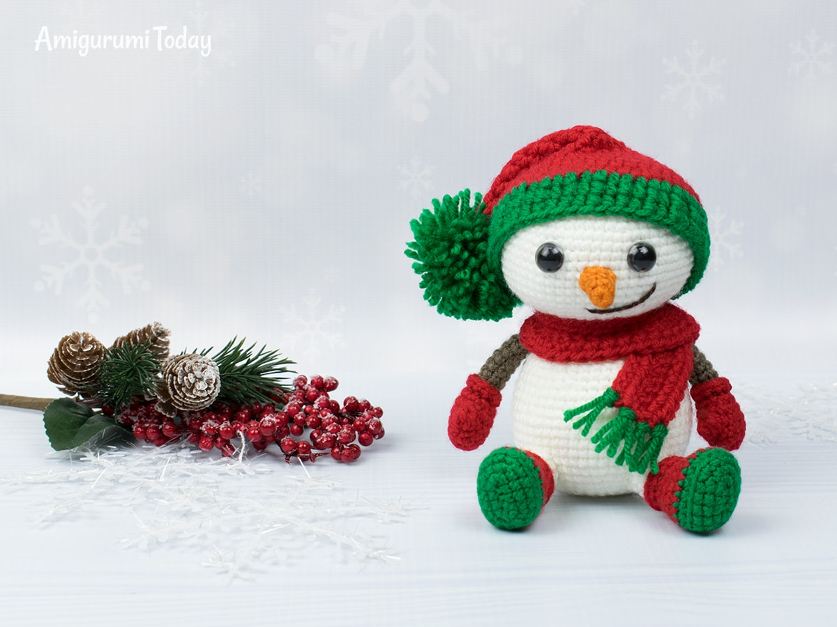 Amigurumi snowman in Christmas outfit - Crochet pattern by Amigurumi Today