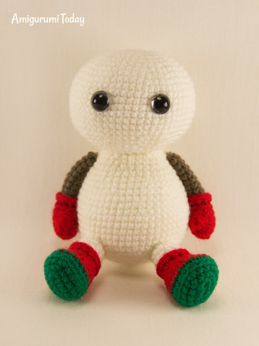 Amigurumi snowman in Christmas outfit pattern - Assembly