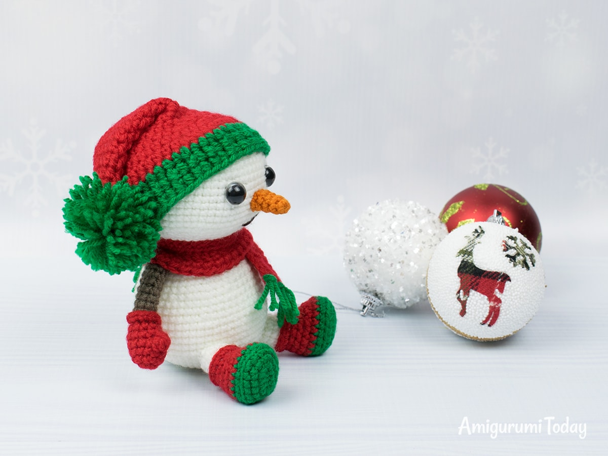 Crochet snowman in Christmas outfit - Free amigurumi pattern by Amigurumi Today