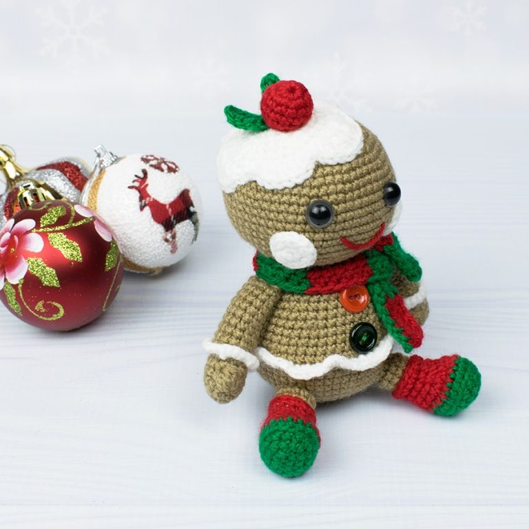 Free Christmas Gingerbread crochet pattern designed by Amigurumi Today