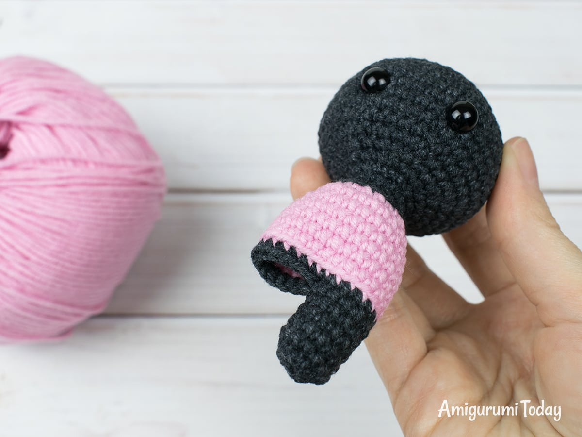 Tiny kitty cat amigurumi pattern - Leg