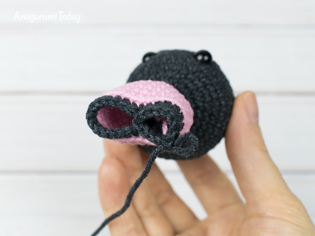Tiny kitty cat amigurumi pattern - Making legs