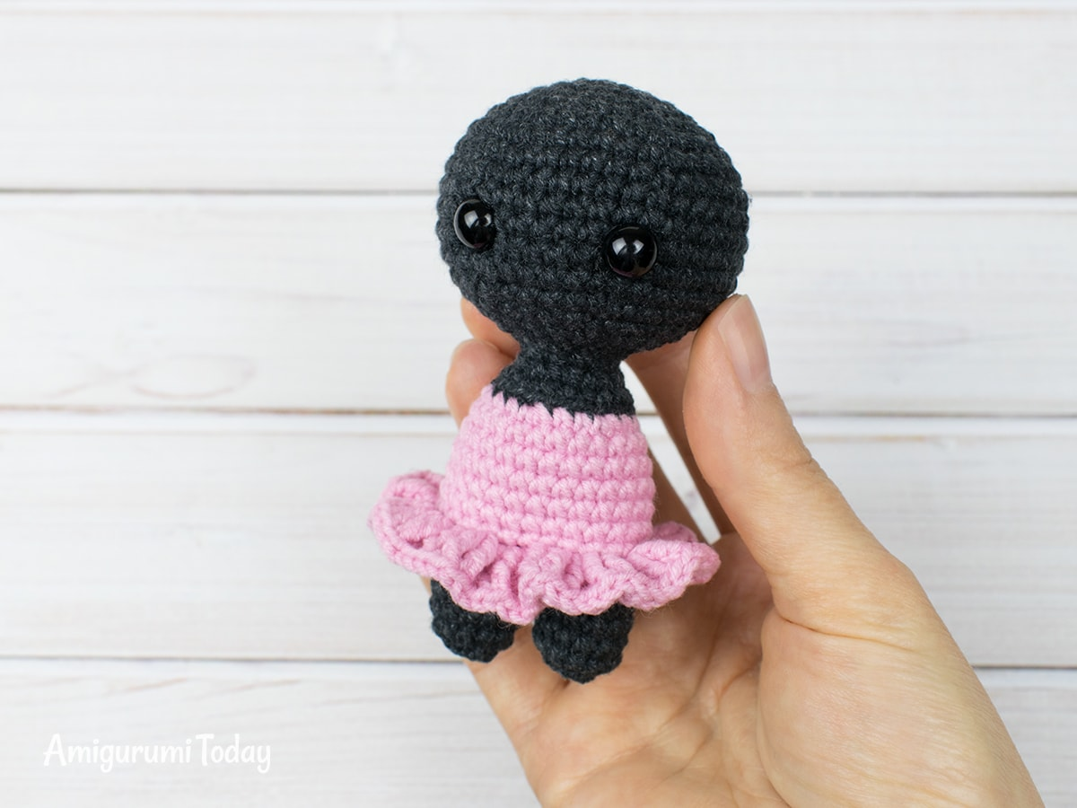 Tiny kitty cat amigurumi pattern - Skirt