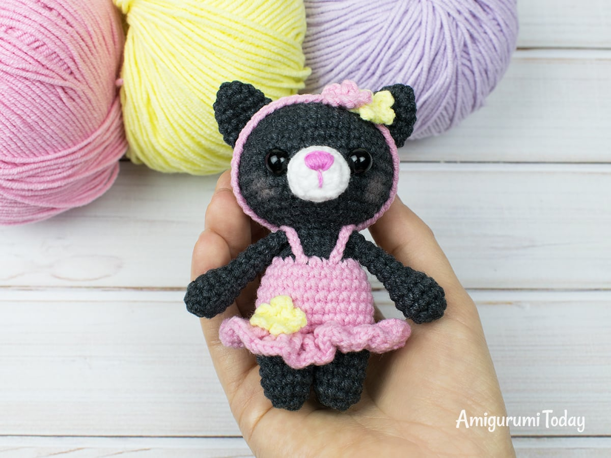 Tiny kitty cat amigurumi pattern by Amigurumi Today