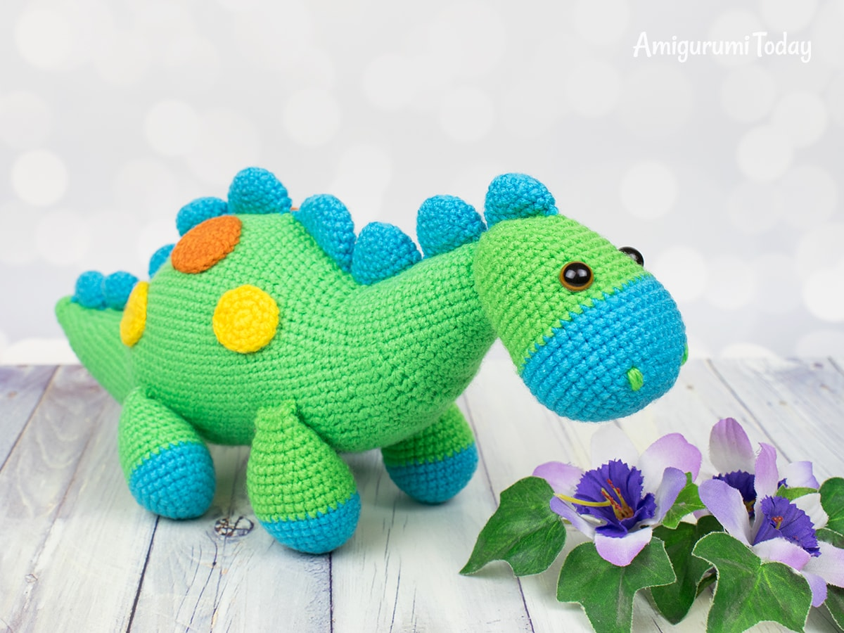 Amigurumi dinosaur crochet pattern by Amigurumi Today