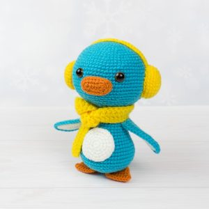 Little crochet penguin - Free amigurumi pattern