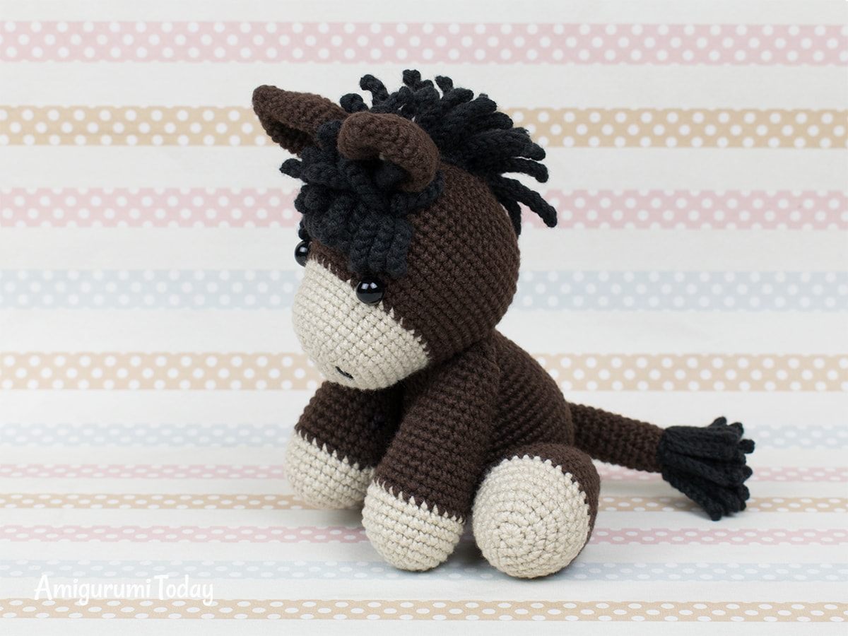 Baby donkey amigurumi pattern by Amigurumi Today