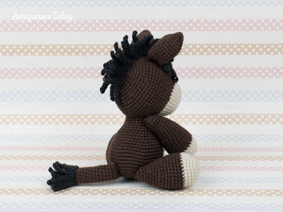 Free baby donkey amigurumi pattern by Amigurumi Today